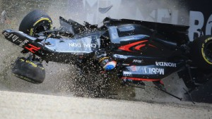 mclaren 32916_motor_alonso_crash.vadapt.664.high.48